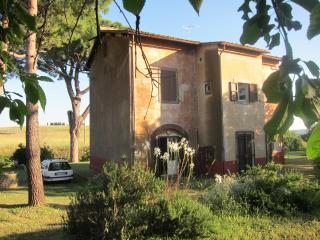 casa di campagna con giardino,località Montebello - Tuscania vacation rentals