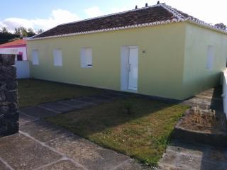 VILA NOVA HOUSE (Free Wi-Fi) - Praia da Vitória vacation rentals