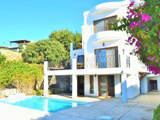 Bright 5 bedroom Villa in Gumusluk - Gumusluk vacation rentals