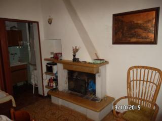 Casa con ampio giardino e balcone - Frontone vacation rentals