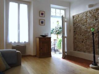 THE HOUSE IN THE LITTLE COURTYARD - Antibes vacation rentals