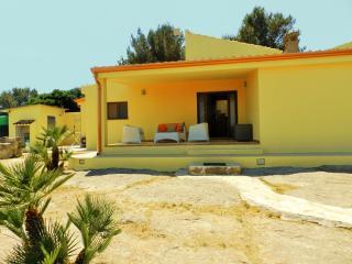 VILLETTA NUOVA MARE&NATURA.1000 m2 di terreno - Calasetta vacation rentals