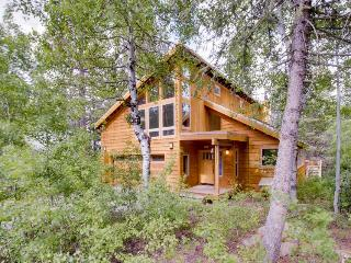 Spacious lodge with shared pool and hot tub in a lovely wooded spot - Truckee vacation rentals