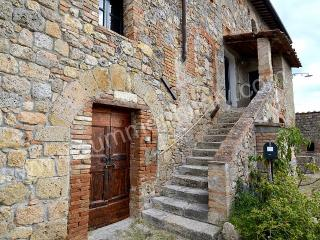 Cozy 2 bedroom Casole D'elsa House with Deck - Casole D'elsa vacation rentals