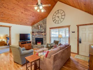 Luxury Rustic Lodge close to Silver Dollar City!  Swim, golf, more! - Branson West vacation rentals