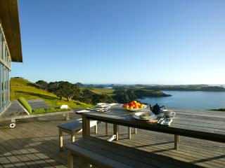 Spacious 4 bedroom Whangarei House with Dishwasher - Whangarei vacation rentals