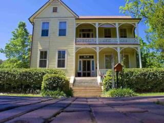 Annabelle Suite, Stunning French Decor' (Downtown) - Pensacola vacation rentals