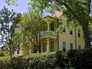 Downtown Hist. Pens. min.to beaches,rests,nitelife - Pensacola vacation rentals
