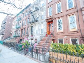 PRIVATE 1 BED APARTMENT: free Wifi, Wine, DirecT - Brooklyn vacation rentals