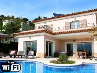 Nice 4 bedroom Villa in Santa Cristina d'Aro with Internet Access - Santa Cristina d'Aro vacation rentals