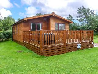 BROOK EDGE LODGE, detached lodge, on-site facilities, parking, decked patio, in Carnforth, Ref 928815 - Carnforth vacation rentals