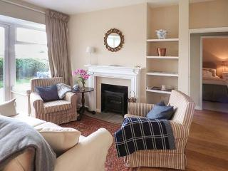 JACK'S COTTAGE, stylish cottage, country setting, garden, WiFi, Marbury Hall estate, Whitchurch Ref 929635 - Whitchurch vacation rentals