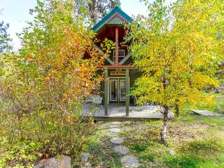 Intimate cabin w/deck & lofted bed, close to Payette Lake - McCall vacation rentals