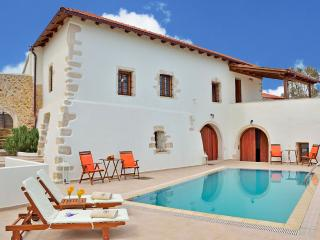 Villa in Kefalas,pool,Walking distance to tavernas - Kefalas vacation rentals