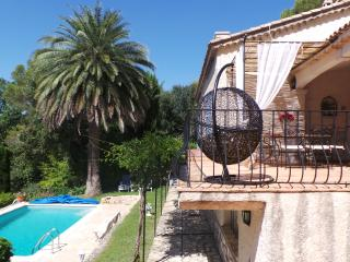 French Riviera traditional villa sleeps 6 + pool - Roquefort les Pins vacation rentals