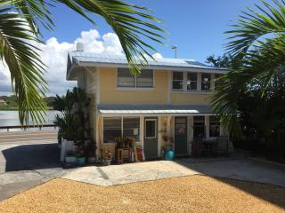 Real Beach Cottage  (3 bedrooms / 2 full baths ) - Indian Shores vacation rentals