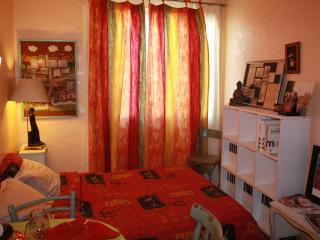 Coquette chambre dans apt. malgache - Perpignan vacation rentals