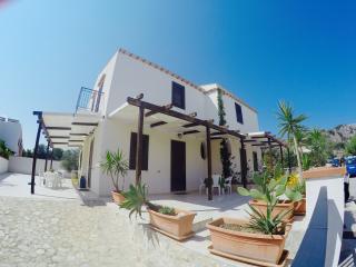Nice 2 bedroom San Vito lo Capo Villa with Deck - San Vito lo Capo vacation rentals