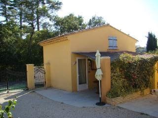 2 bedroom House with Internet Access in Mormoiron - Mormoiron vacation rentals