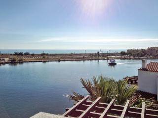 Bright apartment in Saint-Cyprien with balcony and view of the sea and mountains - Saint-Cyprien-Plage vacation rentals