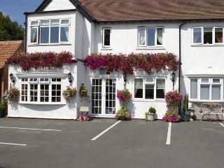 Bright 6 bedroom Vacation Rental in Stratford-upon-Avon - Stratford-upon-Avon vacation rentals