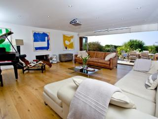 Higher Close located in Mawgan Porth, Cornwall - Trenance vacation rentals