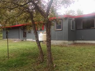 2 bedroom Cabin with Kettle in Glenfield - Glenfield vacation rentals