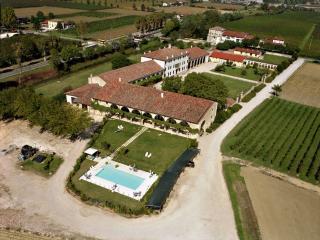 Apartment 1 Palazzo Rosso - 2 Bedroom, Sleeps 7 - Vicenza vacation rentals