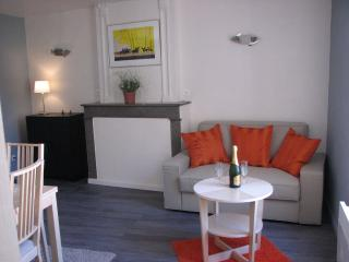 Cozy Condo with Internet Access and Television - Montelimar vacation rentals