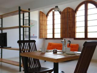 """7 """" La Buena Vida Apartamentos """" Conforto e bom gosto no Recôncavo - Sao Felix vacation rentals"""