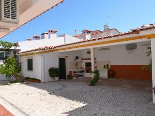 Sunny House in Entroncamento with Deck, sleeps 6 - Entroncamento vacation rentals