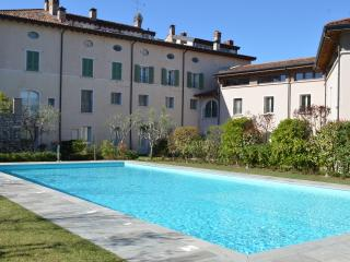 L. Garda: fabulous three rooms apt ancient mansion - Polpenazze del Garda vacation rentals