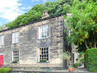 THE STAMP OFFICE, pet friendly, character holiday cottage, with a garden in - Hebden Bridge vacation rentals