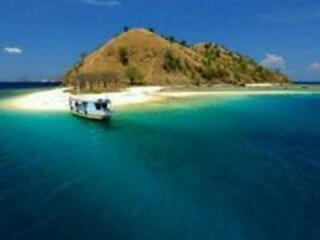 Romantic 1 bedroom Narrowboat in Labuan Bajo - Labuan Bajo vacation rentals
