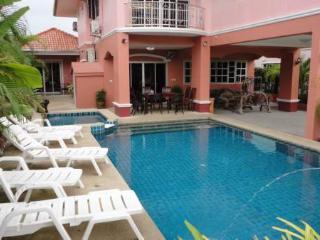 5 bedroom villa with private pool - Pattaya vacation rentals