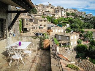 Bohemian Artist's Apartment With Terrace + WiFi - Cagnes-sur-Mer vacation rentals