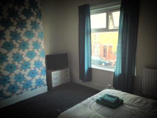 Modern accomodation with parking - Barrow-in-Furness vacation rentals