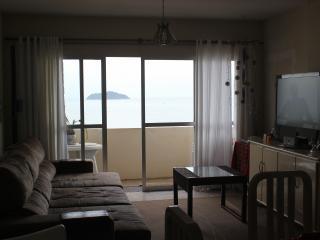 Tranquilidade de frente para o mar, vista incrível - Balneario Picarras vacation rentals