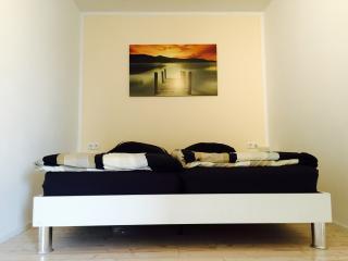 Ferienwohnung Oberwinter bei Bonn (bis zu 4 Pers) - Remagen vacation rentals