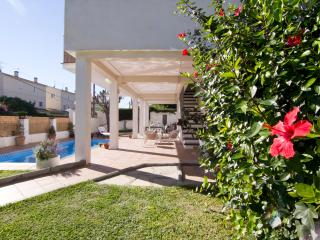 Villa with Private Pool, Garden, 9min to the Beach - Sitges vacation rentals
