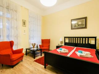 BASILICA RED LUXURY APARTMENT - Budapest vacation rentals