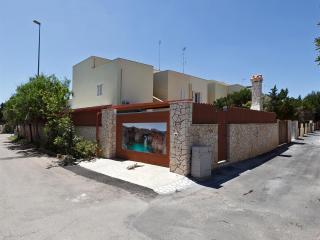 182 Casa a 100m dalla Spiaggia - Torre Mozza vacation rentals
