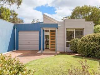 Beautiful 3 bedroom Dromana House with A/C - Dromana vacation rentals