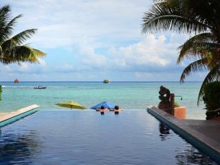 Beautiful beach front condo, Luna Encantada E1 - Playa del Carmen vacation rentals