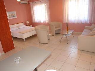 VILLA PETRA - App Bungalow Studio**** - Selce vacation rentals
