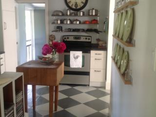 Year round clean cottage in Picton - Picton vacation rentals
