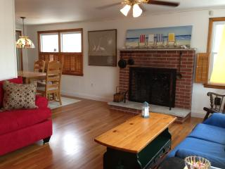 4 BR Open & Airy Sleeps 12  2 Off Bay EZ to Beach - Surf City vacation rentals