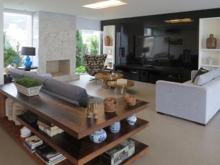Modern 4 Bedroomn Mansion in Florianópolis - Florianopolis vacation rentals