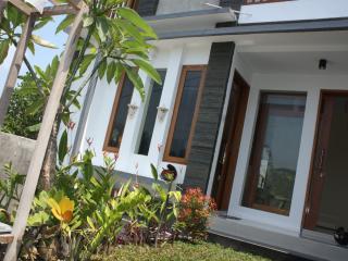 Rumah Padi Batubulan - Cozy Safe and Quite - Sukawati vacation rentals
