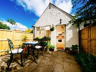 THE OLD FORGE, detached, all ground floor, en-suite, off road parking, garden, in Stillington, Ref 30893 - Farlington vacation rentals